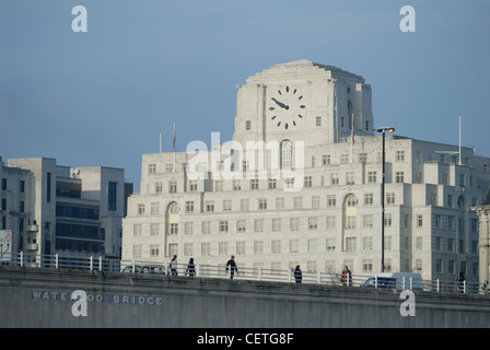 Shell Mex House beyond Waterloo Bridge. It was completed in 1930. - Stockfoto