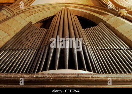 The organ pipes of Southwark Cathedral. William Shakespeare is believed to have been present when John Harvard, - Stock Photo