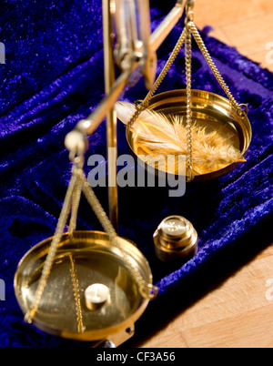 WD1490-12 HoroscopesLibraA feather on a set of weighing scales - Stock Photo