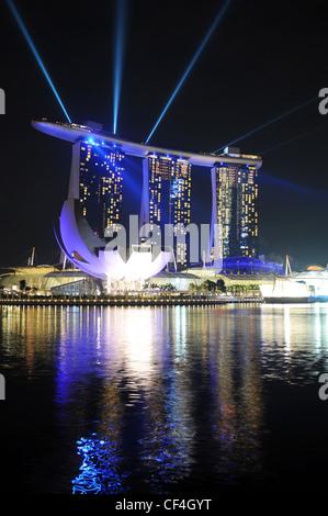 Marina Bay Sands in Singapur bei der Lichtshow / - Stock Photo