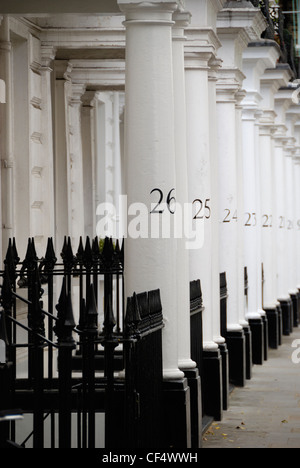 Numbered white stone columns in Neville Street SW7. - Stock Photo