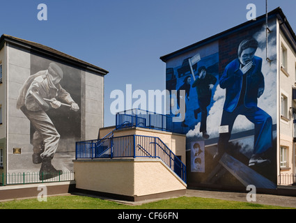 Murals on the wall of houses in bogside londonderry for Bloody bay wall mural