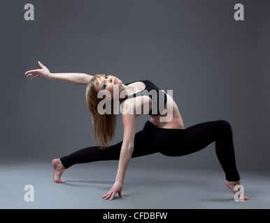 young girl gymnast posing in dance performance - Stockfoto