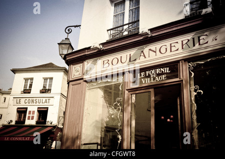 France paris old french bakery shop front at night for Restaurant le miroir montmartre
