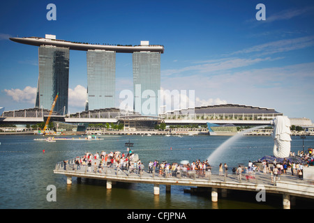 Merlion statue and Marina Bay Sands Hotel, Singapore, Southeast Asia, Asia - Stock Photo