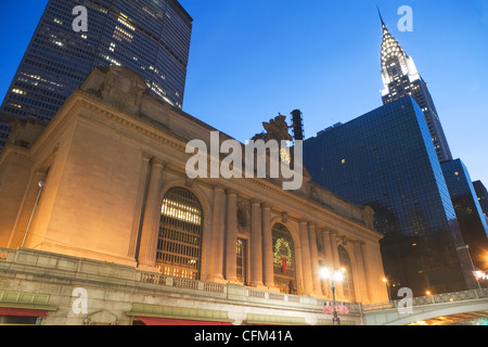 USA, New York State, New York City, low angle view of Grand Central Station and Chrysler Building in distance - Stock Photo