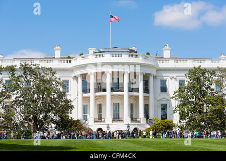 The White House Spring Gardens and Grounds Tours. View of the crowd across the South Lawn. Open Garden Tour Washington - Stock Photo
