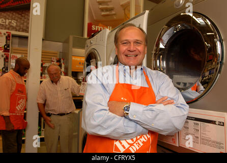 home depot and bob nardelli The latest tweets from bob nardelli (@bobnardelli) founder & ceo xlr-8 llc investment and advisory company former chairman & ceo: home depot chrysler automotive ceo.