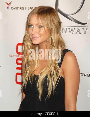 Apr 12, 2007 - New York, NY, USA - ASHLEE SIMPSON at the opening of 'Runway' a new club/lounge on 28th street in - Stock Photo