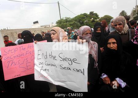 Sept. 29, 2012 - Gaza City, Gaza Strip, Palestinian Territory - Palestinian women take part in a protest against - Stockfoto