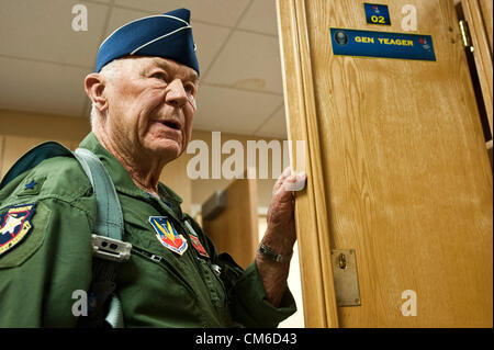 Retired United States Air Force Brig. Gen. Chuck Yeager, 89, before boarding a F-15D Eagle fighter aircraft to celebrate - Stockfoto