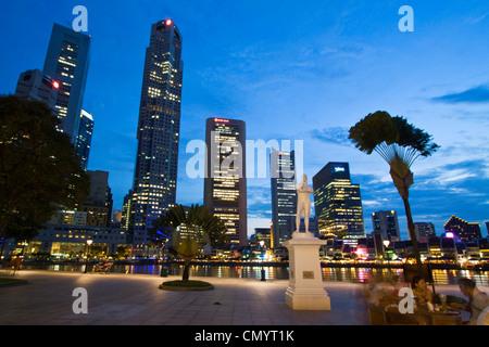 Skyline of Singapur, Raffles Statue, South East Asia, twilight - Stock Photo