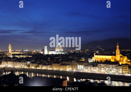 The Florentine skyline, including the Cathedral, Palazzo Vecchio & Basilica di Santa Croce, at dusk in Florence, - Stockfoto