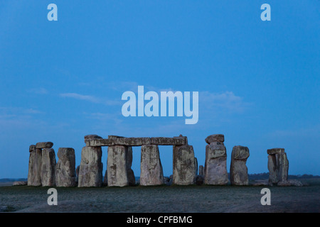 England, Wiltshire, Stonehenge at dawn - Stock Photo
