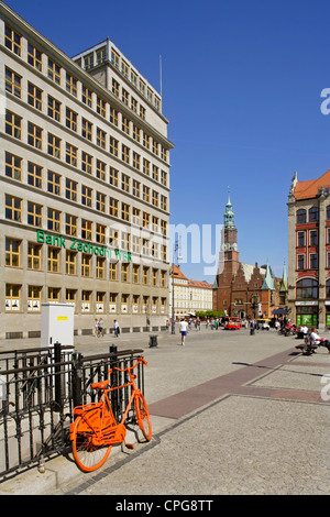 The modern former Municipal Savings Bank, built in 1931, and the Town Hall, Wroclaw (Breslau), Poland. - Stock Photo