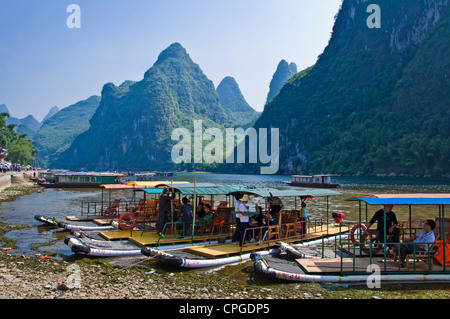 Wood rafts on Li river between Guilin and  Yangshuo, Guangxi province - China - Stock Photo