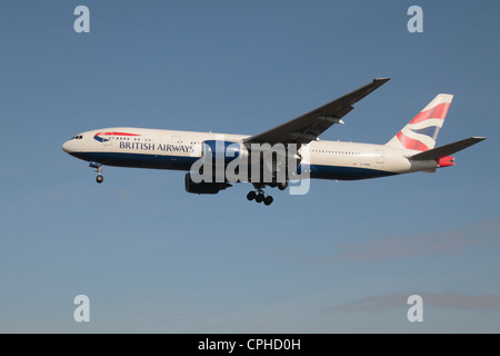A British Airways Boeing 777-236(ER) (G-YMML) about to land at Heathrow Airport, London, UK. - Stock Photo