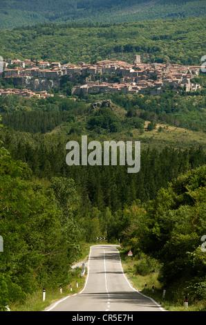 Italy, Tuscany, near Chiusi, Mount Amiata, road to Santa Fiora - Stock Photo