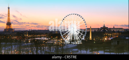 France, Paris, the Eiffel tower illuminated (SETE illuminations Pierre Bideau), the great wheel and the obelisk - Stock Photo