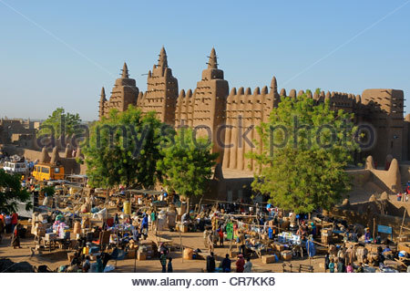 Mali, Mopti Region, Djenne, the Monday market in front of the great mosque, UNESCO World Heritage - Stock Photo