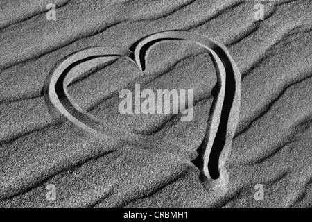 Heart drawn in the sand of the Mesquite Flat Sand Dunes, Stovepipe Wells, Death Valley National Park, Mojave-Desert, - Stockfoto