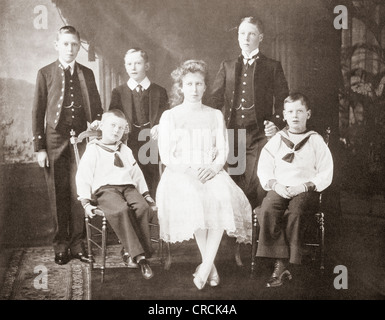 Children of King George V. Left to right, Princes Albert, John and  Henry, Princess Mary, Prince Edward of Wales, - Stock Photo