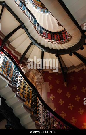 Grand staircase inside the St Pancras Renaissance Hotel. The staircase has been named Europe's Grandest Staircase. - Stockfoto