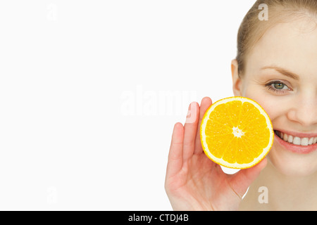 Close up of a woman holding an orange in her hand - Stockfoto