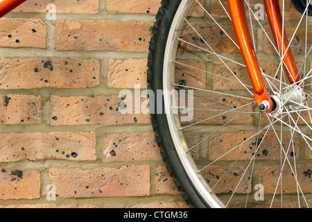 mountain bike hanging up in the garage - Stockfoto