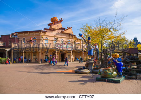 France disneyland paris theme park main st usa parade for Amusement park decoration ideas