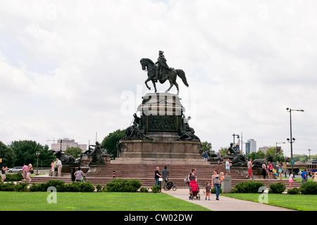 Bronze monument portrays the nation's first president, George Washington,Philadelphia, Pennsylvania, USA - Stock Photo