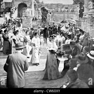 Virginal festivities in Arles. At the Roman theater, young Arlesian women parade before Mistral and hail him (1913) - Stock Photo