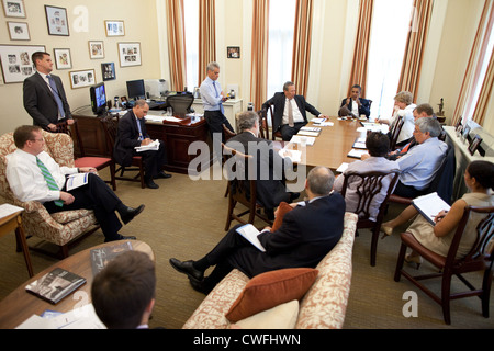 President Barack Obama meets with senior advisors in Chief of Staff Rahm Emanuel's West Wing office at the White - Stock Photo