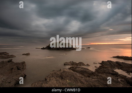 Blurred view of water washing on rocks - Stockfoto