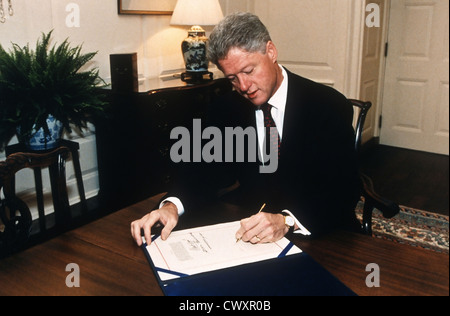 an overview of executive orders by president bill clinton The form, substance and numbers of presidential orders has varied dramatically in the history of the us presidency numbering of executive orders began in 1907 by the department of state, which assigned numbers to all the orders then in their files dating from 1862 (lord 1944, viii.