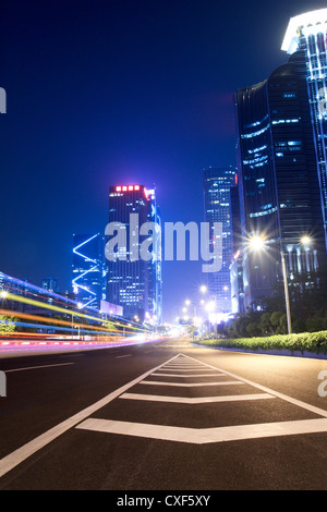 light trails on the ramp with building background - Stockfoto