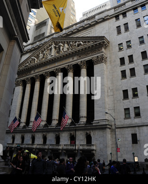 View many people, neo-classical New York Stock Exchange, Broad Street from 23 Wall Street, Financial District, New - Stock Photo