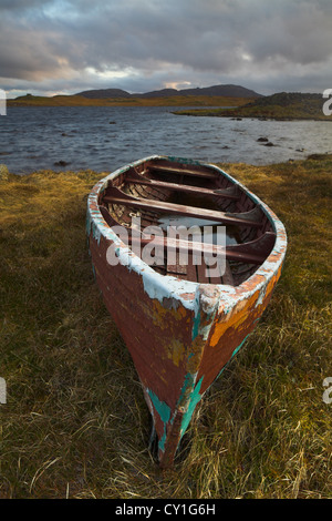 Abandoned boat on a Scottish loch - Stock Photo