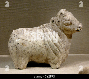 Figure of a bull Mature Harappan  2600 – 1900 BC  Indus Valley ( Pakistan and northwest India )  Serpentine 15 cm - Stock Photo