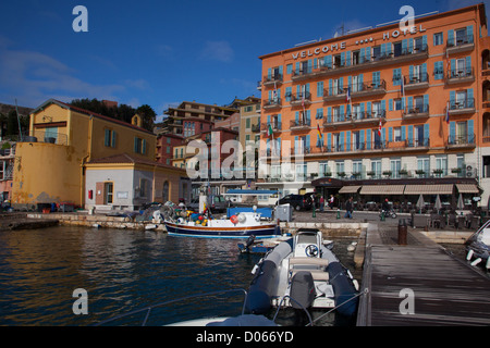 FACADE OF THE HOTEL WELCOME WHERE JEAN COCTEAU OFTEN STAYED ON THE PORT OF VILLEFRANCHE-SUR-MER ALPES-MARITIMES - Stock Photo