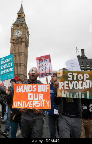 London, UK. 21st November 2012. students protesting outside Parliament against tuition fees, cuts and freedom for - Stock Photo