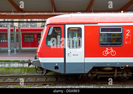German regional trains at Wuppertal station. Deutsch Regionalzüge in Wuppertal hauptbahnhof. - Stock Photo