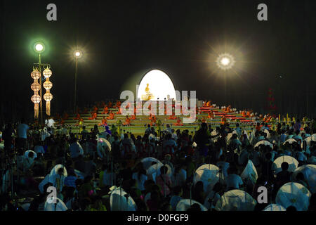 Chiang Mai, Thailand. 24th November 2012. Yee Peng Sansai Floating Lantern Ceremony, part of the Loy Kratong celebrations - Stock Photo