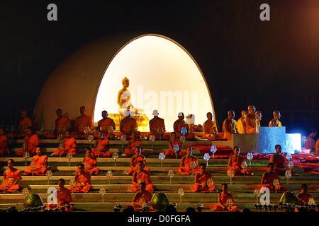 Chiang Mai, Thailand. 24th November 2012. Yee Peng Sansai Floating Lantern Ceremony, part of the Loy Kratong celebrations - Stock Photo