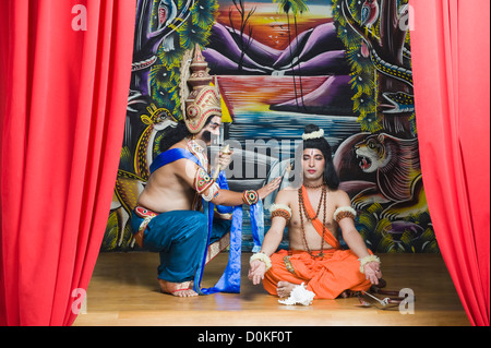Two stage artists dressed-up as Rama and Ravana the Hindu mythological characters - Stockfoto