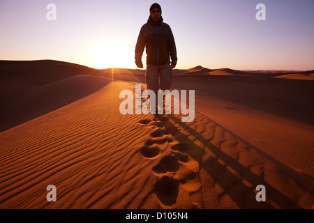 Hike in Namib desert - Stockfoto