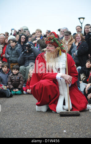 Bankside, London, UK. 6th January 2013. The crowd [and Father Christmas] watch as the Mummers perform 'The Mummers - Stock Photo