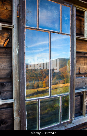Reflections in a mountains old hut window, Beskidy mountains, Poland - Stockfoto