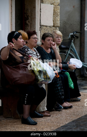 A group of Italian women having a morning gossip in Lazie,Lake Garda,Italy. - Stock Photo