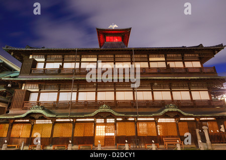 Dogo Onsen and the cityscape of Matsuyama, Japan. Dogo Onsen is one of the most famous hot spring bath houses in - Stockfoto